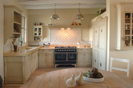 Villarat kitchen - click to enlarge